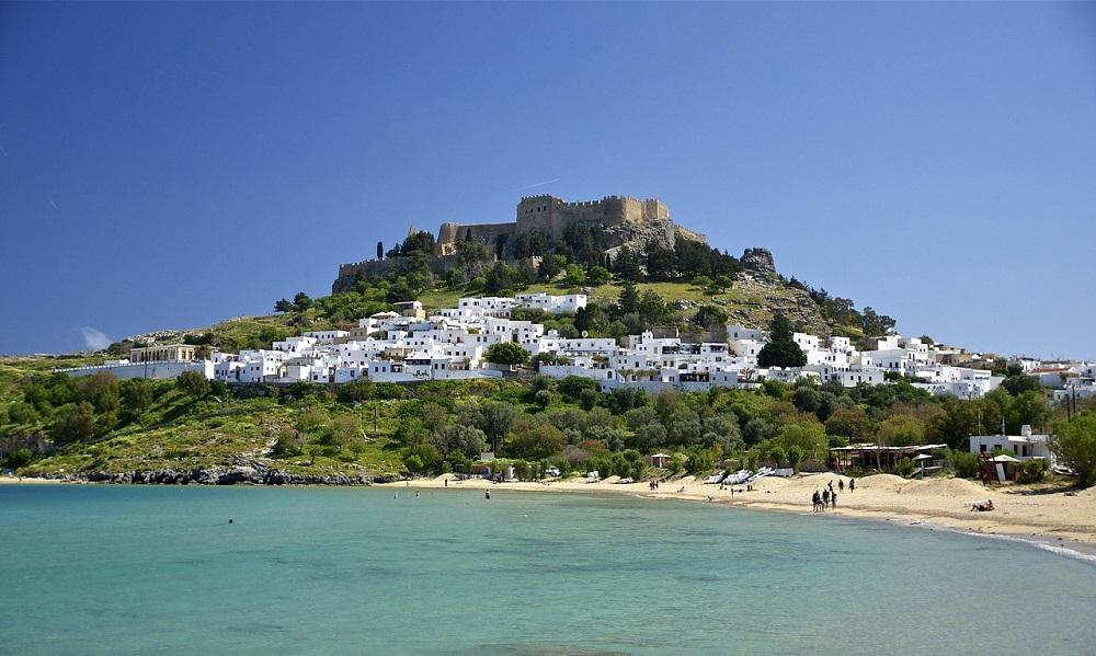 MAJSKA GRČIJA! Povratna letalska karta na Rodos že za 49 eur + 7 noči prenočišče že za 142 eur/osebo