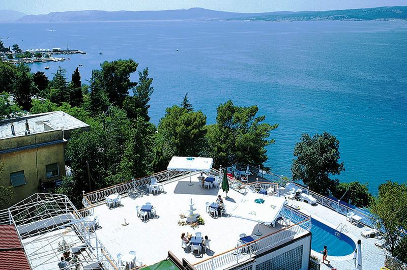 POLETJE V CRIKVENICI! 3 nočitve (polpenzion) v hotelu Mediteran 3* že za 286 eur za dve osebi!
