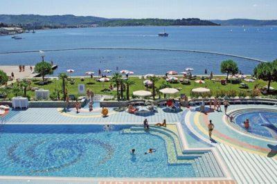 ODDIH NA SLOVENSKI OBALI! 2 noči s polpenzionom v Hotelu Vile Park za 2 osebi že od 158 eur