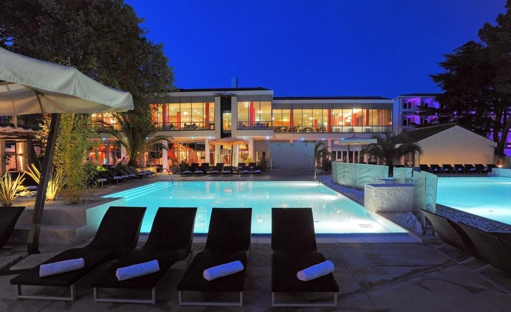 LUKSUZNI ZIMSKI WELLNESS ODDIH V ISTRI! 1 nočitev s polpenzionom v Melia Coral Hotel 5* v Umagu že za 90 eur za 2 osebi